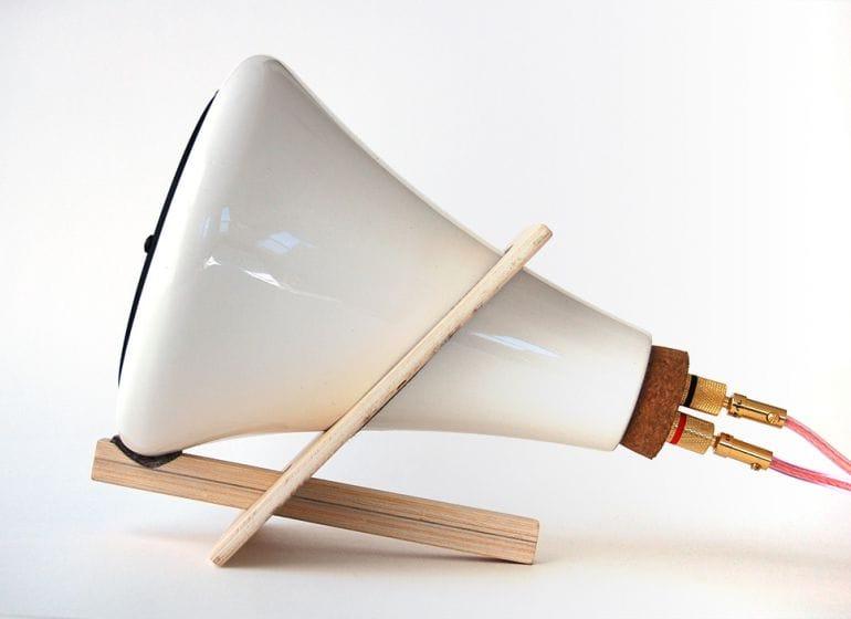 Ceramic speaker side med